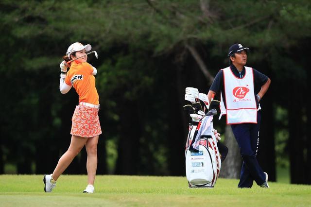画像: 父と娘で二人三脚ツアー転戦。三ヶ島かなを強くした、父の「見守り力」 - みんなのゴルフダイジェスト