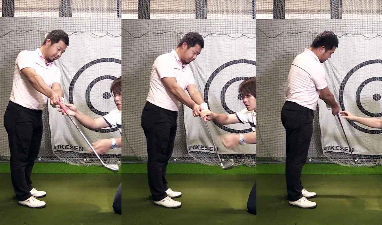 画像: ゴルフクラブが直線的に動くことで、フェースはテークバックで閉じ、ダウンスウィングで開き、インパクト付近でまた閉じる