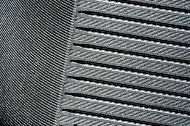 画像: ロフトごとに溝の幅と深さを変える独自製法と、溝と溝の間に精密加工のパラレルミーリングを採用。耐久性を向上させ、優れたスピン性能を実現した