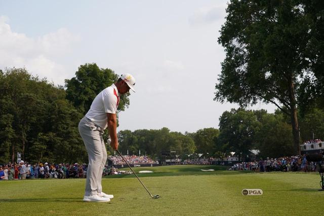 画像: 1番目の画像 - 切れ味抜群だった! ゲーリー・ウッドランドのアイアン連続写真 - みんなのゴルフダイジェスト