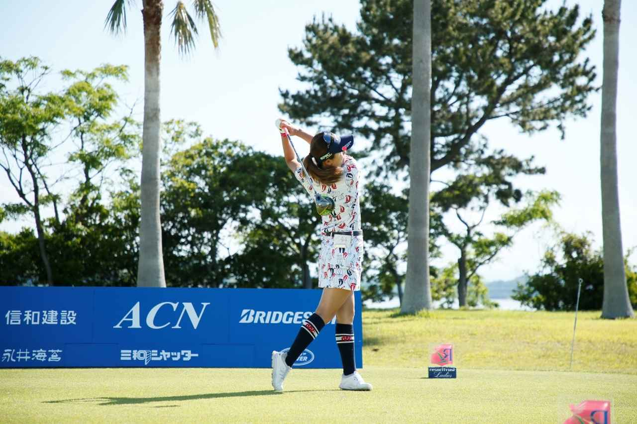 Images : 14番目の画像 - 藤田光里のドライバー連続写真 - みんなのゴルフダイジェスト