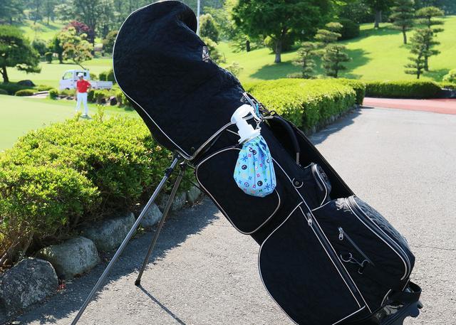 画像: キャディバッグに吊るせるのでとても便利!