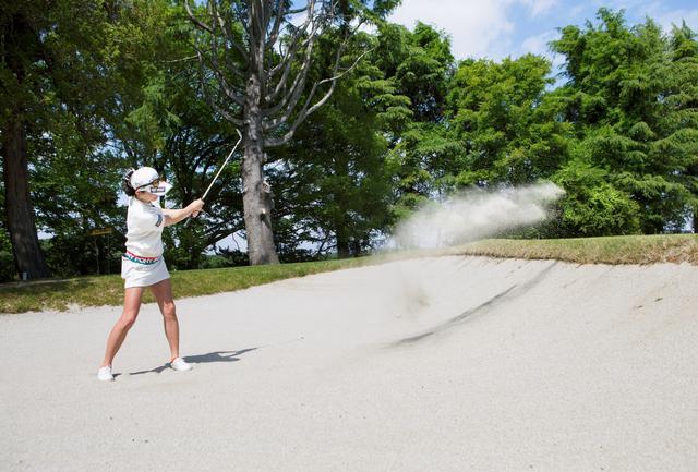 画像: ドスッ!「ヤバッ! 砂を取りすぎちゃった」