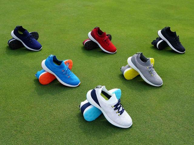 画像: ホワイト、ブラック、グレー、ネイビー、ブルー、レッドの6色をラインナップ