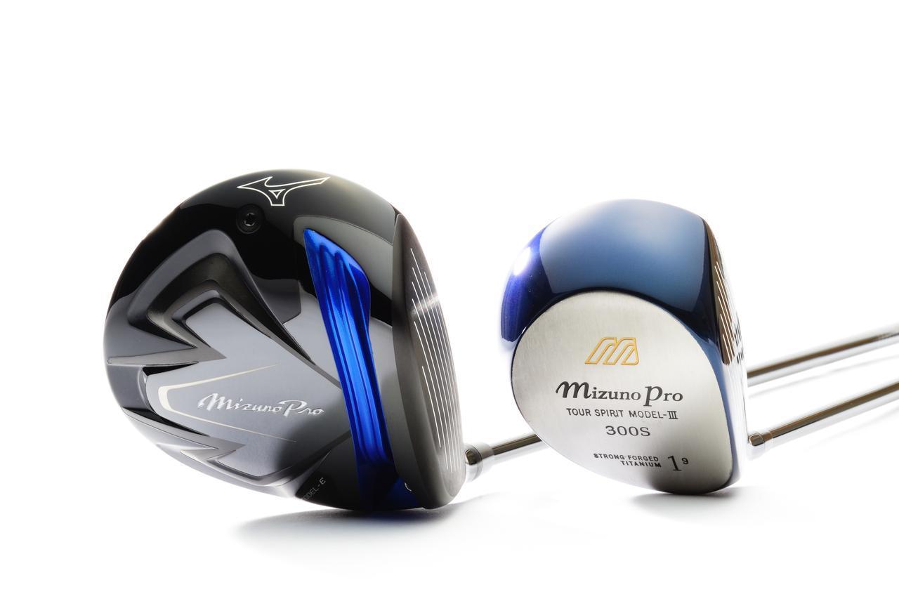 画像: 1999年発売のミズノプロ300Sと現行モデルのミズノプロ モデルE。そのサイズの違いは明らかで、プロモデルも「曲がらない」方向へと進化し続けている