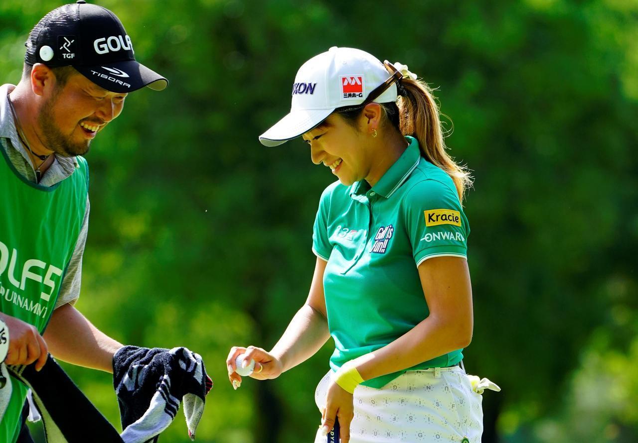 画像: 専属キャディがいない選手はどうやって毎週キャディを探す? 安田彩乃に聞いてみた - みんなのゴルフダイジェスト