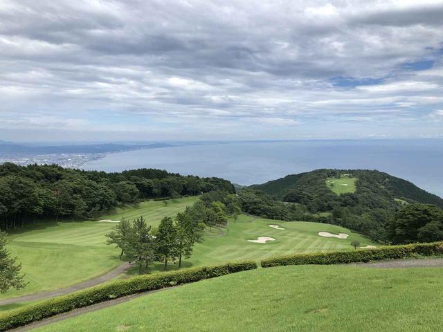 画像: 天空のゴルフ場と呼ばれる神奈川県の小田原城カントリークラブ。