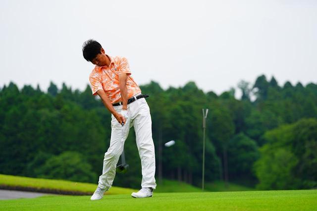 画像: プロゴルファー・中村修が試打し、弾道測定器フライトスコープで計測した