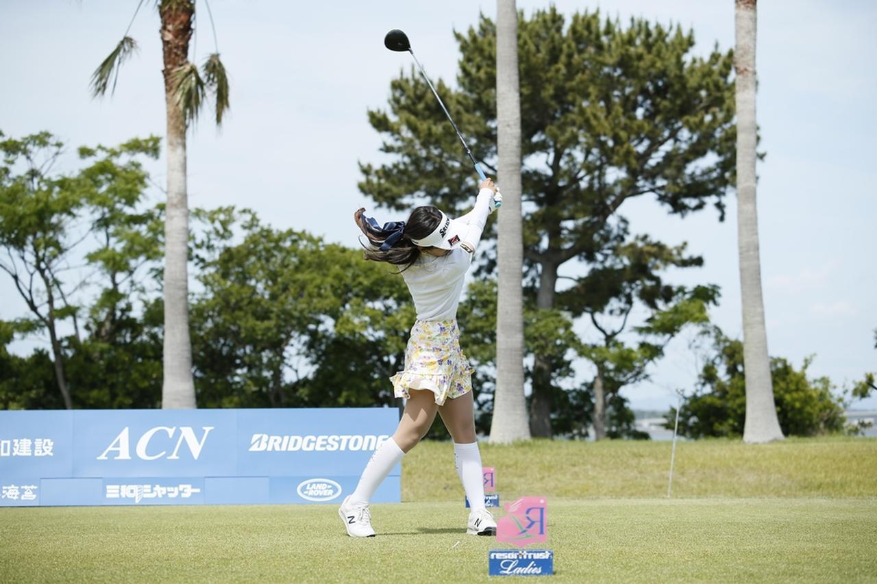 Images : 16番目の画像 - 臼井麗香のドライバー連続写真 - みんなのゴルフダイジェスト