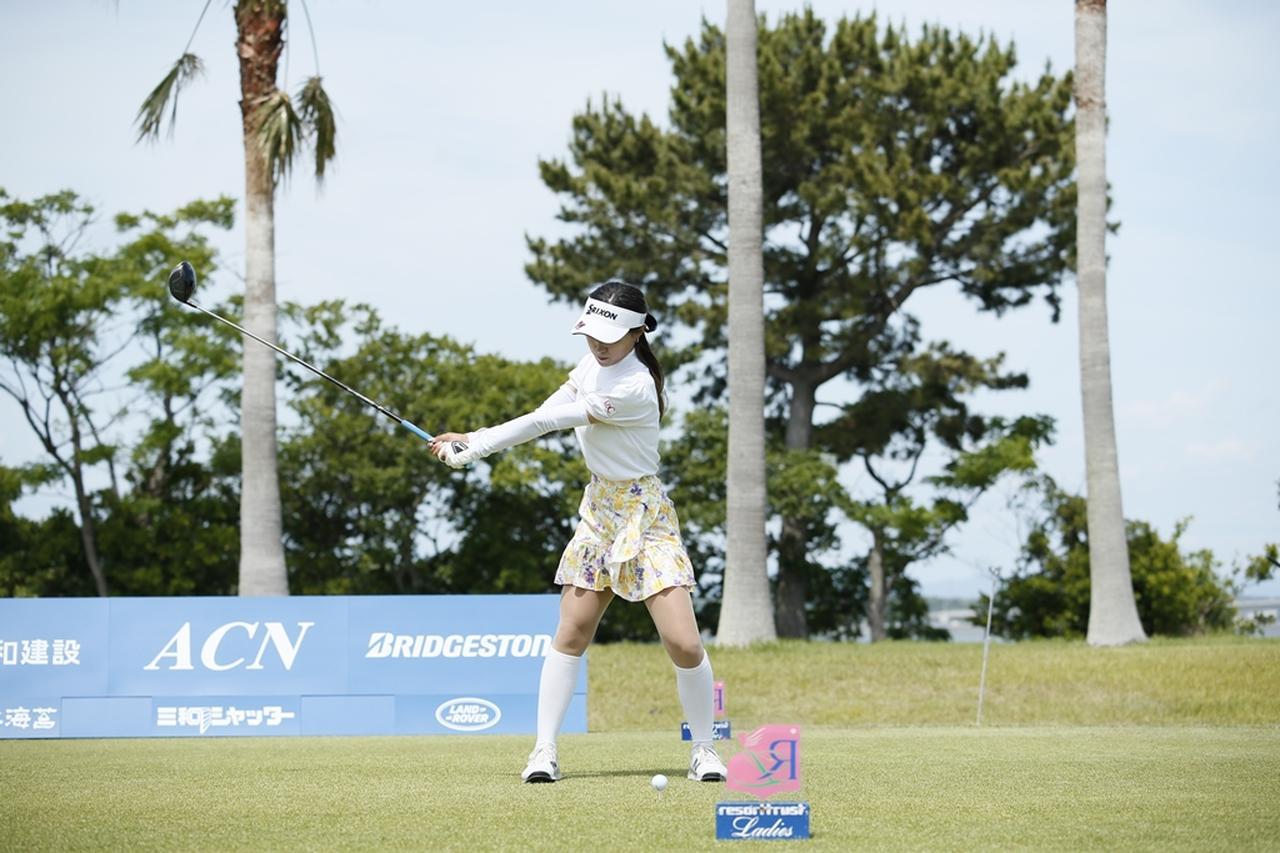 Images : 5番目の画像 - 臼井麗香のドライバー連続写真 - みんなのゴルフダイジェスト