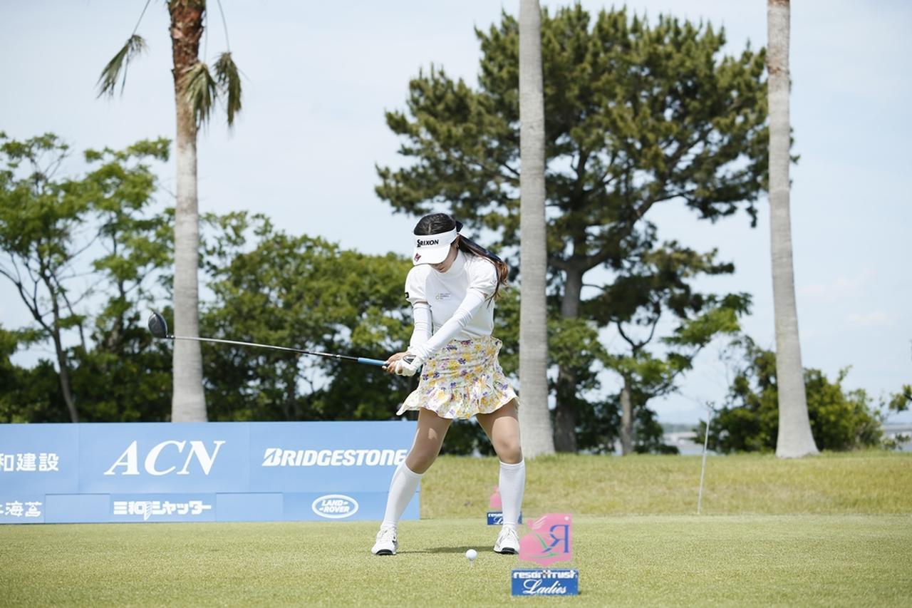 Images : 13番目の画像 - 臼井麗香のドライバー連続写真 - みんなのゴルフダイジェスト