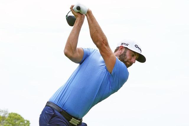画像: ダスティン・ジョンソンのドライバーショットのトップ。左手首はほぼ90度に掌屈している。(写真は2019年の全米プロゴルフ選手権 撮影:姉崎正 )