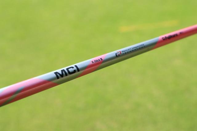 画像: フジクラの「MCI K-StickⅢ」という特別に柔らかい練習用シャフトに、ヘッドは現在使用する同型の8番アイアンのモノで練習をしている