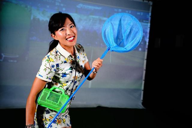 画像: 100円均一でも売っている虫取り網を用意してくださいと小澤美奈瀬。「虫かごは無くても大丈夫ですからねぇ」