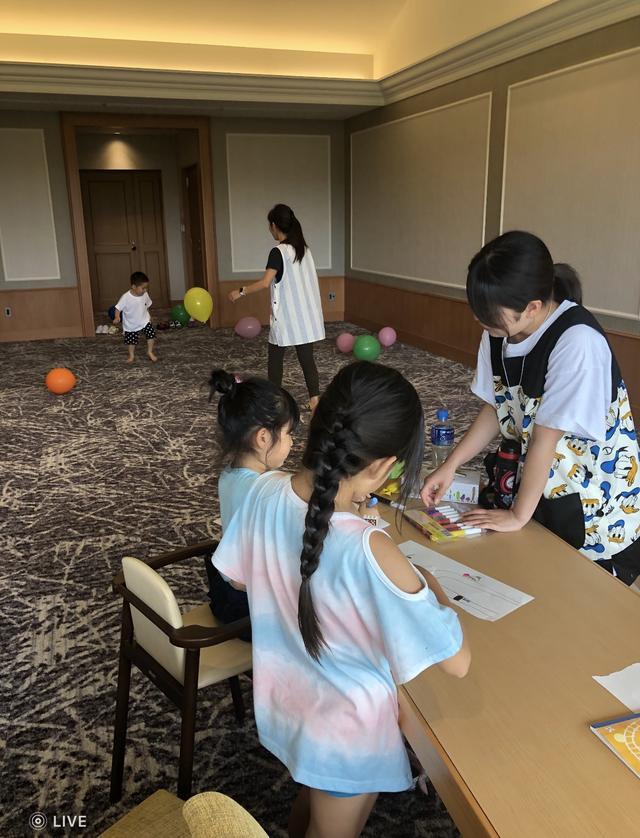 画像: 3人の子どもに2人の保育士。のびのびと過ごした甲田良美の息子は「明日も来たい!」と言ったとか