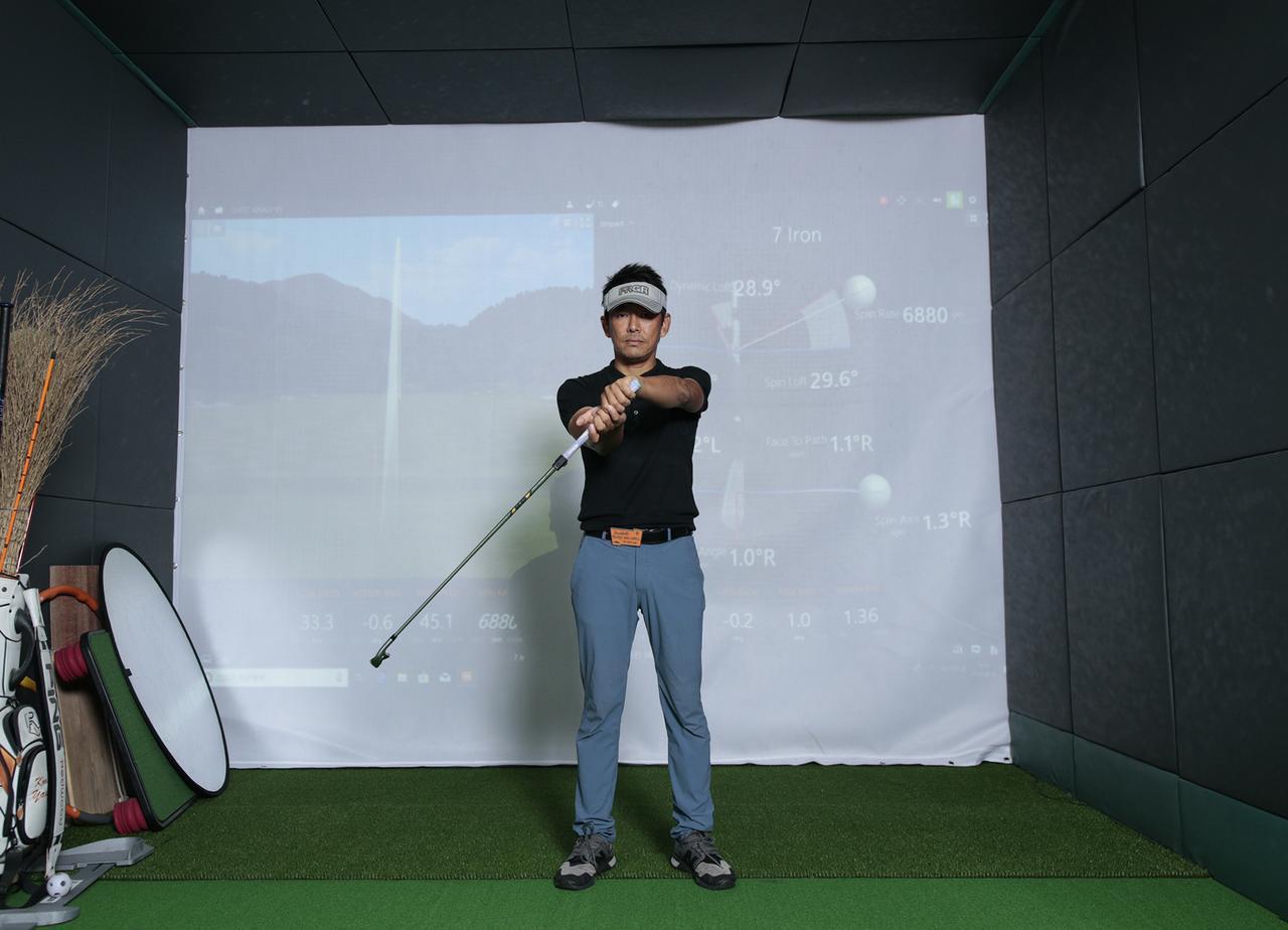 画像2: クラブを右回りの「∞」を描いて動かすことで手首の動きを覚える