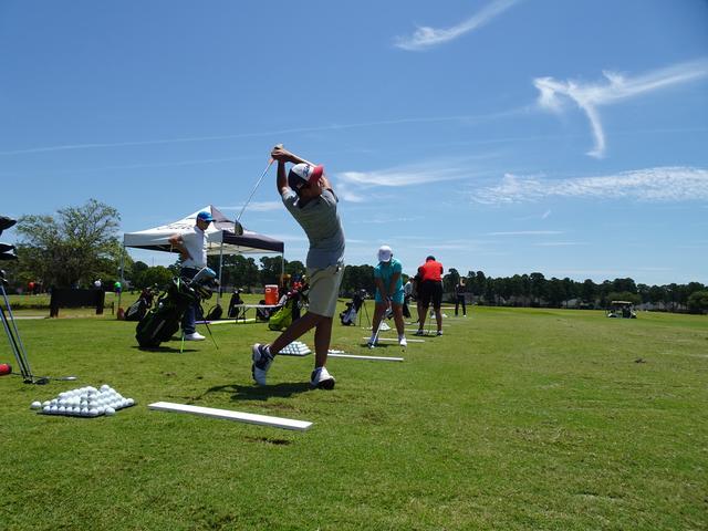 画像: ジュニアゴルファーがすべきなのは「目指すスウィングに合わせる」ということだという