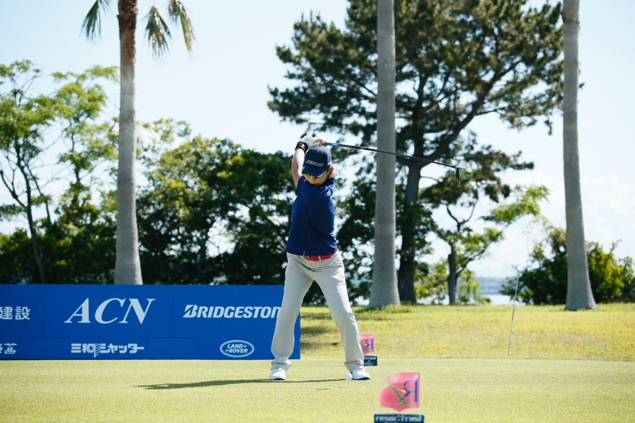 Images : 7番目の画像 - 穴井詩のドライバー連続写真 - みんなのゴルフダイジェスト