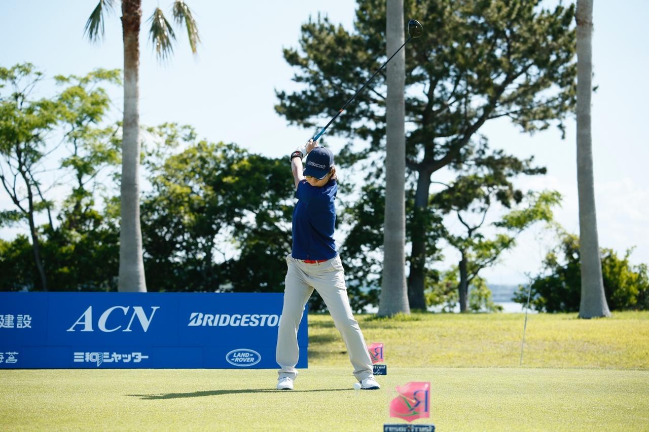 Images : 5番目の画像 - 穴井詩のドライバー連続写真 - みんなのゴルフダイジェスト