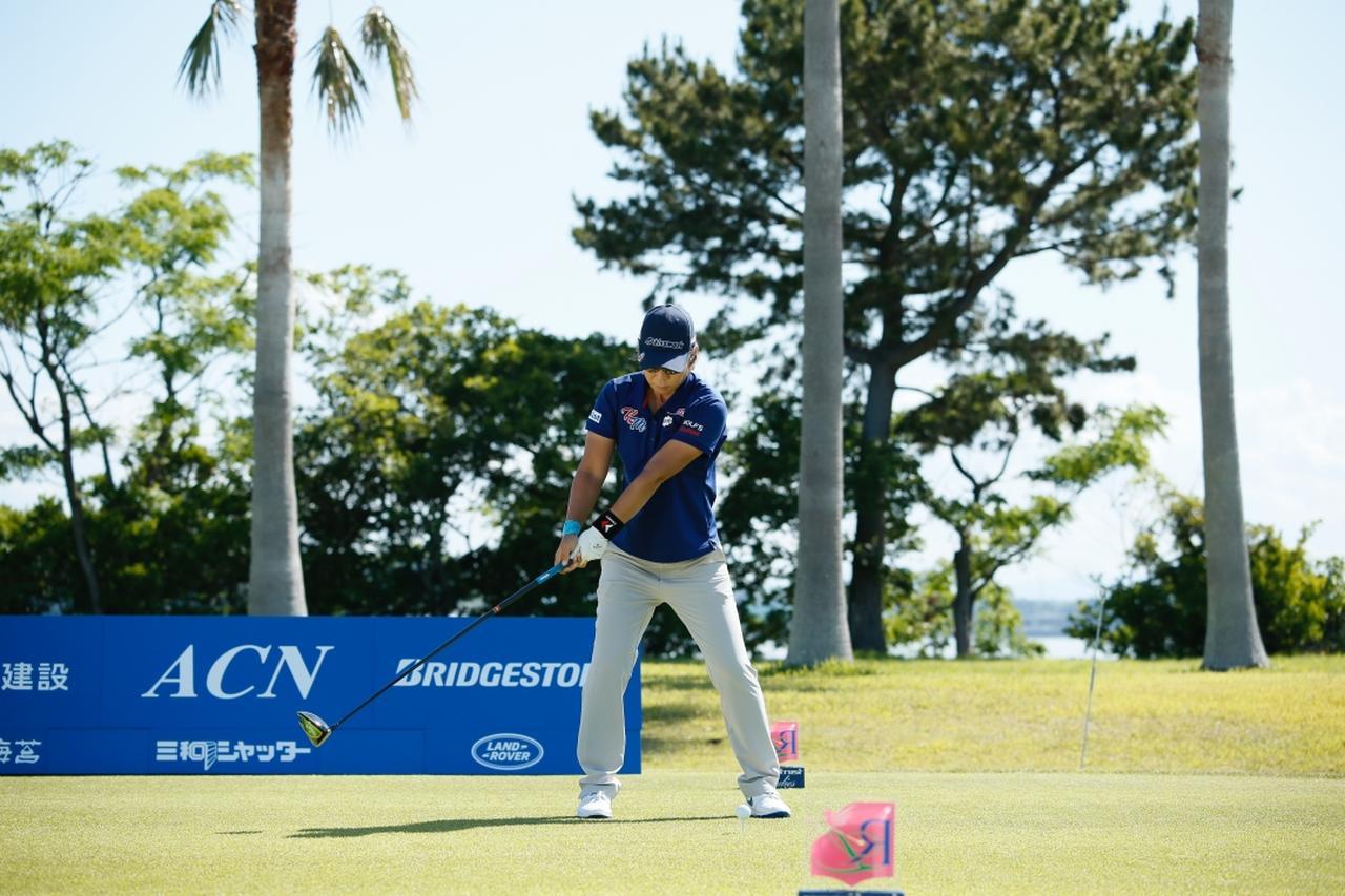 Images : 2番目の画像 - 穴井詩のドライバー連続写真 - みんなのゴルフダイジェスト