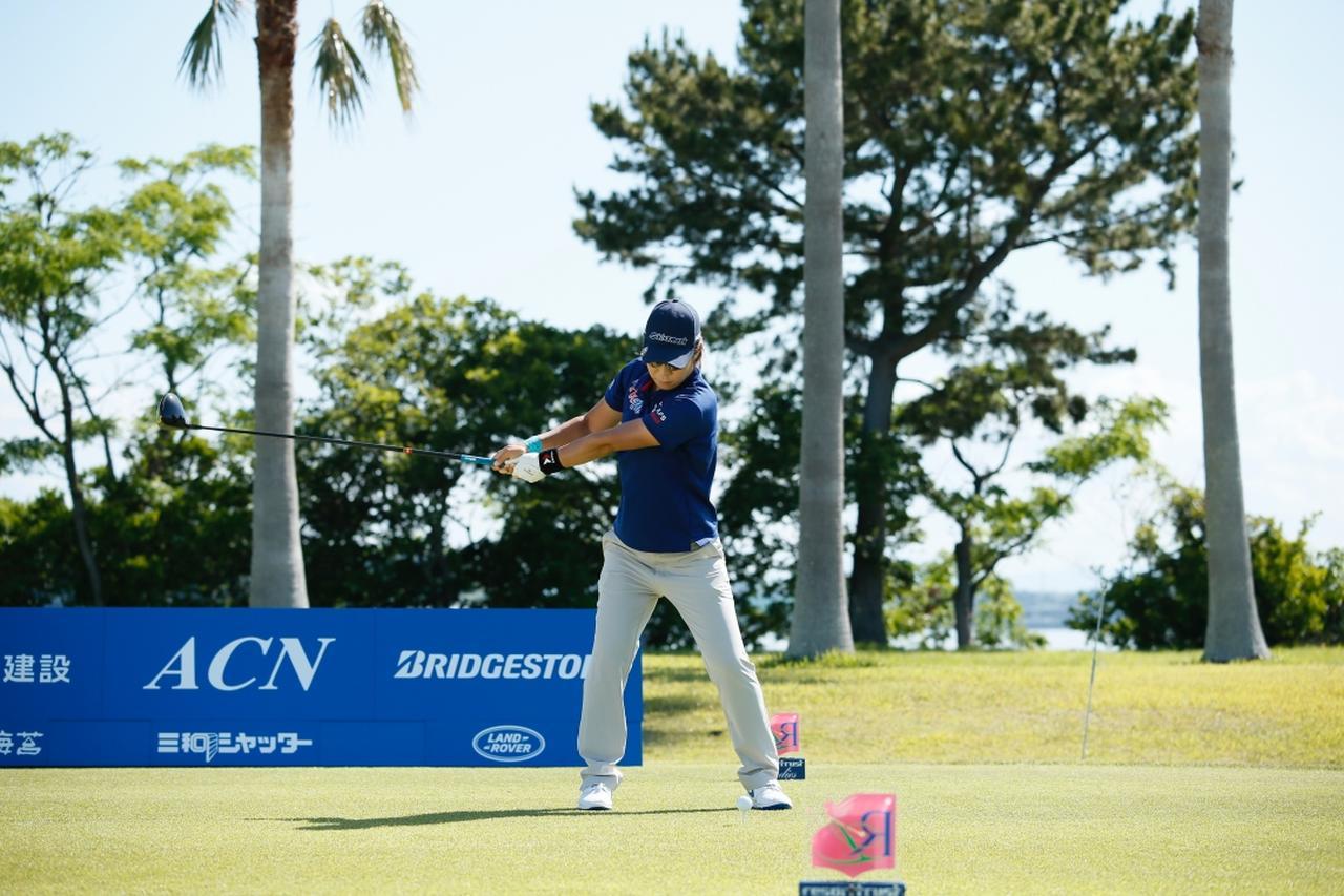 Images : 3番目の画像 - 穴井詩のドライバー連続写真 - みんなのゴルフダイジェスト