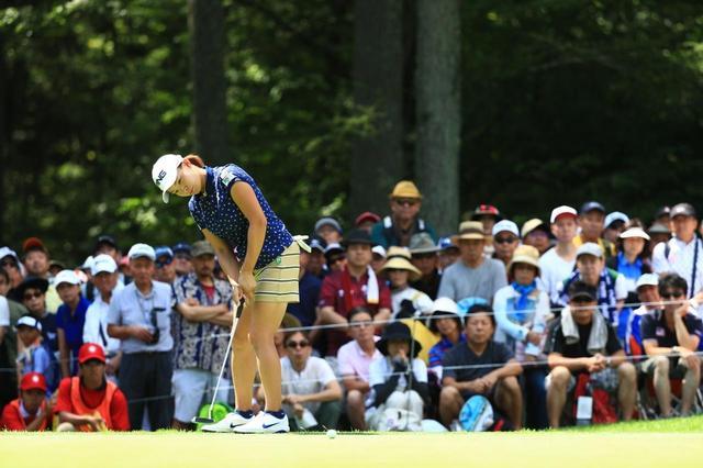 画像: 渋野日向子含め、女子ツアーではコーチを付けている選手が多い(写真は2019年のNEC軽井沢72ゴルフトーナメント 撮影/大澤進二)