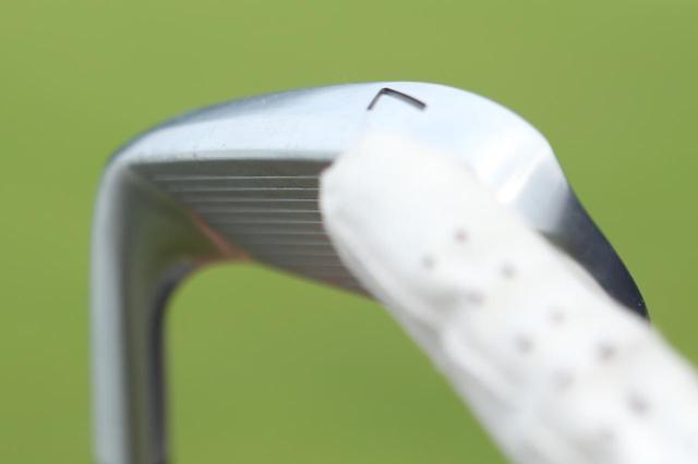 画像: ソールのフェース側がフラットに削られており、抜けも良い