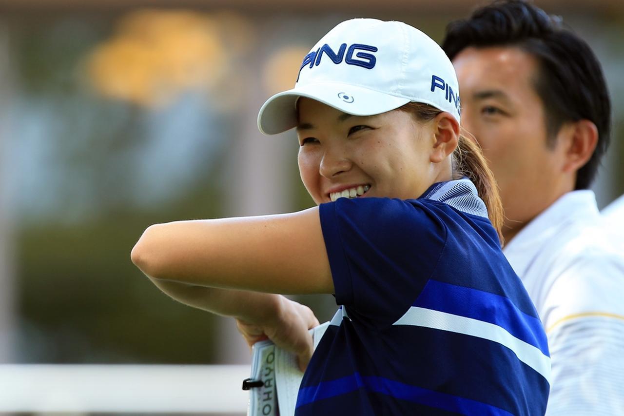 画像: 青木翔コーチが見守るなか、自信を持って笑顔でプレーを続けた(写真は2018年のLPGAプロテスト 撮影/川谷雄二郎)