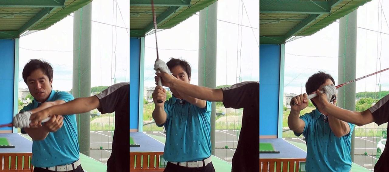 画像: トップの直前で右手が甲側に折れるのが正しい動き。これによってスムーズにコックが作れる