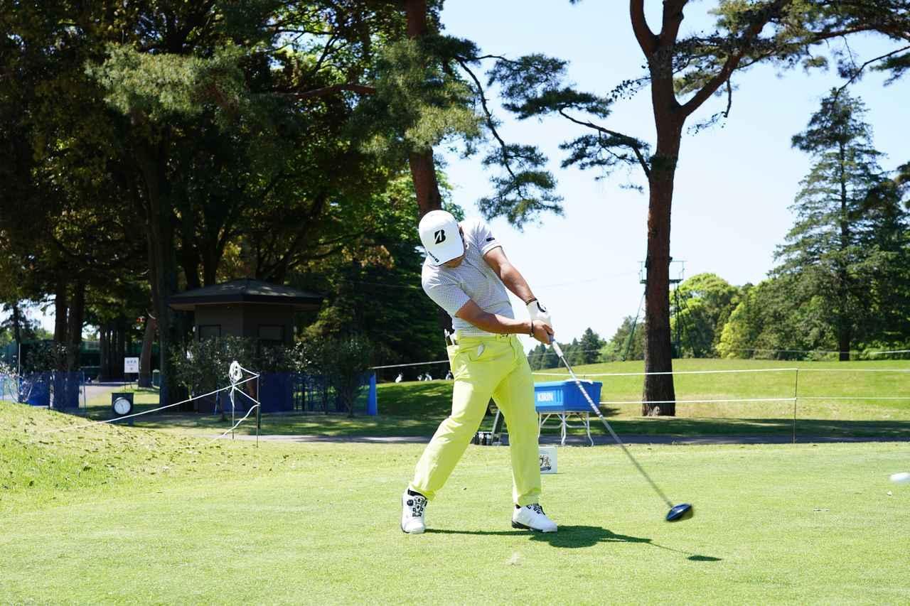 画像: 画像B:右ひじに余裕を持たせ、ボールを体で押し込み運ぶように打っている(写真は2019年のダイヤモンドカップ 撮影/姉崎正)