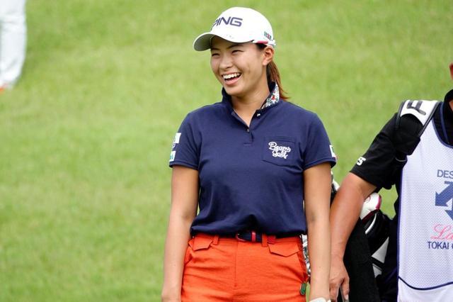 画像: 全英女子オープンを制した渋野日向子。ゴルフを純粋に楽しむ気持ち、そして攻める気持ちを持ち続けられるかがカギだと青木コーチはいう