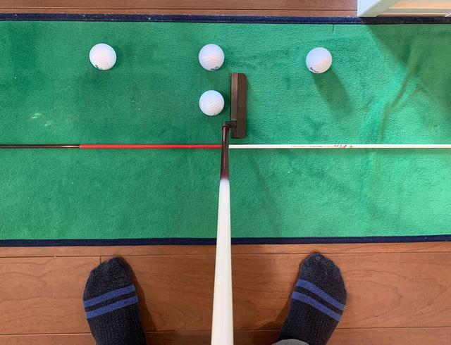 画像: 打たないボールが置いてある場所には本来ティがささっています。僕はボールで代用