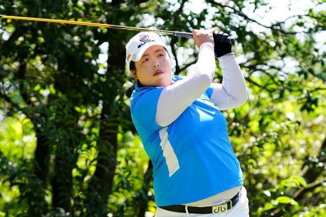画像: 元世界ランク1位経験者が3名日本女子プロに出場。そのひとりがフォン・シャンシャン選手で2位タイと成績を残した(写真は2019年の日本女子プロゴルフ選手権 撮影/岡沢裕行)