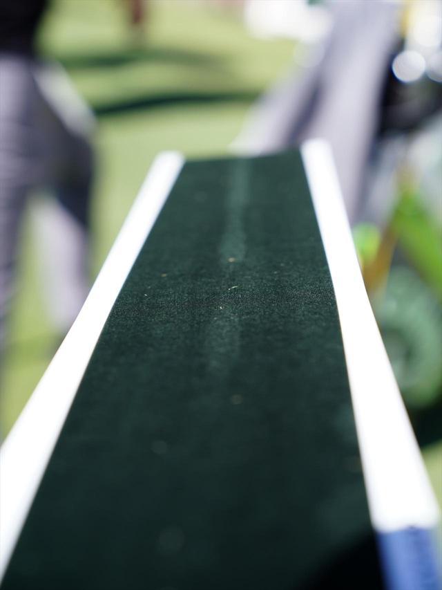 画像: ボールの転がった跡が残って、正しくインパクトできたかわかる「ロールボード」
