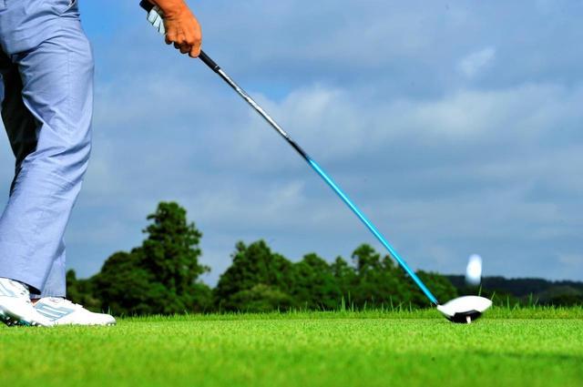 画像: 正しいスウィングに導いてくれるようなクラブを使うのが上達の近道だという