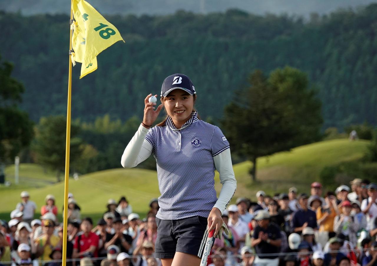 画像: 日本女子オープン最終日、最終ホールをバーディとし2位タイでフィニッシュした大里桃子