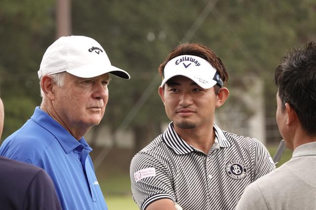 画像: 現在はキャロウェイでクラブデザイナーとして活躍するロジャー・クリーブランド(左)と中里光之介(右)