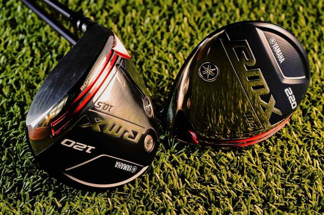 画像: RMX120(左)とRMX220(右)。どちらもヘッド左右慣性モーメントは余裕の「5000g・cm2」超え。国産ドライバーとしては異例ともいえる尖った性能となっている