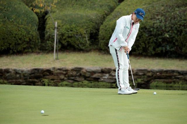 画像: 「左打ち」をしている選手は時折見かけるが、「左パット」をしている選手はレア