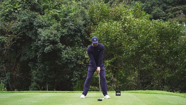 画像: 1番目の画像 - スキンズマッチで見せた最新スウィング! タイガー・ウッズのドライバー連続写真 - みんなのゴルフダイジェスト