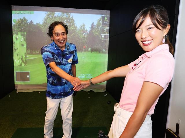画像: ライン出しショットをする際は、ターゲット方向にいる人と握手するイメージで振ってみよう