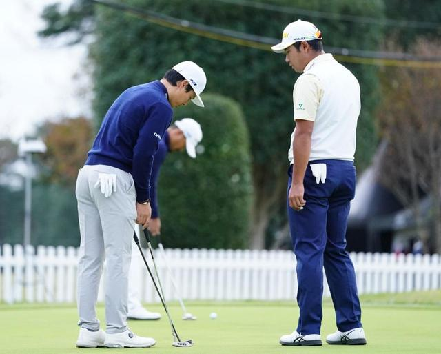 画像: パター練習場では石川遼と松山英樹が会話している姿もみられた