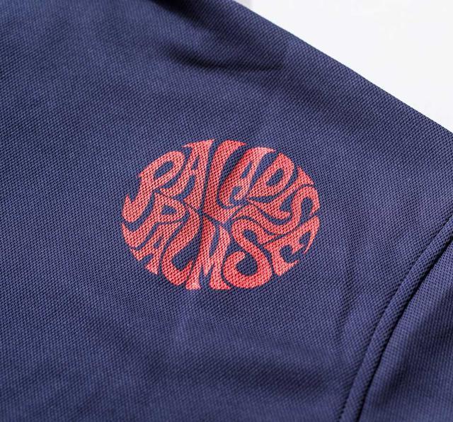 画像: 右肩部分には、新しい「PALADISE PALMS」のサークルロゴがあしらわれている