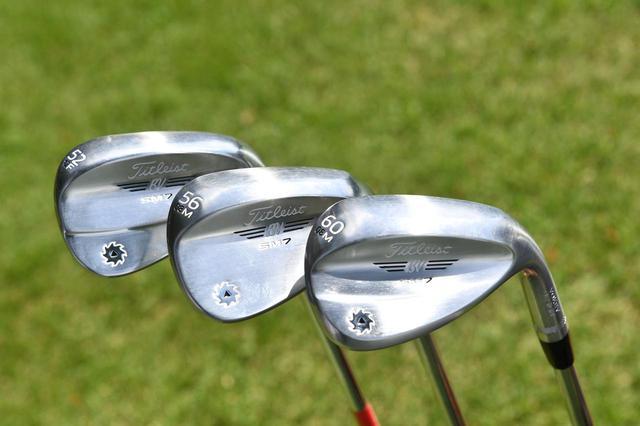 画像: PGAツアー選手などに見られる「52度、56度、60度」のウェッジセッティング。アマチュアには56度のサンドウェッジが扱いやすい(撮影/増田保雄)
