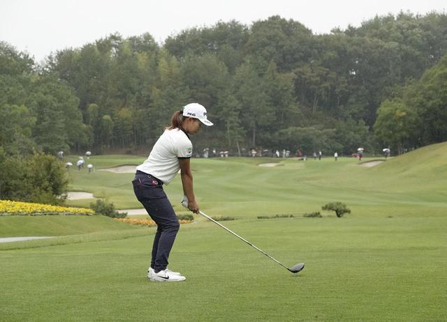 画像: 1番目の画像 - 渋野日向子のドライバー連続写真(後方) - みんなのゴルフダイジェスト