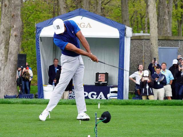 画像: タイガーはスウィング中にフェースを開閉するタイプ(写真は2019年の全米プロゴルフ選手権 撮影/姉崎正)
