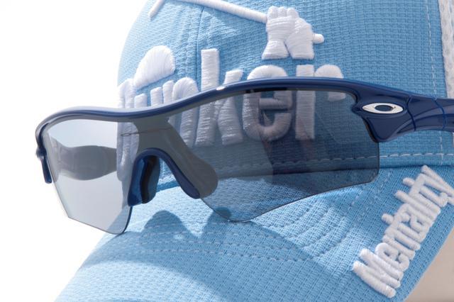 画像: 夏の「必需品」として重宝されがちなサングラス。じつはコースでは冬にこそ効果を発揮する