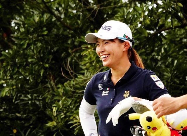 画像: 「LPGAツアー選手権リコーカップ」最終日を2アンダーで回り、首位と4打差の2位タイで終えた渋野日向子