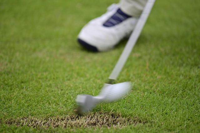 画像: アイアンは芝の上で打ってこそ! ギアオタクが「コース試打」をすすめる理由 - みんなのゴルフダイジェスト
