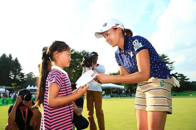 画像: 渋野日向子に憧れてゴルフを始めた世代が10年後女子ツアーをさらに盛り上げてくれるかもしれない(写真は2019年のNEC軽井沢72ゴルフトーナメント 撮影/大澤進二)